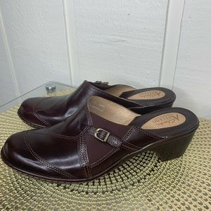 Clark's artisan collection brown shoes 8.5